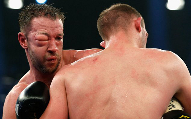 (Image) Enzo Maccarinelli fights on with horror swollen eye before towel thrown in