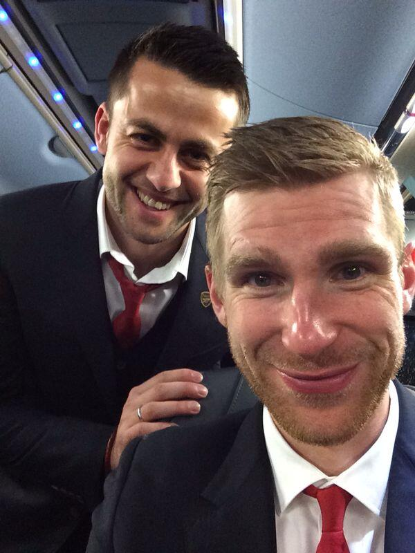 Fabianski & Mertesacker selfie