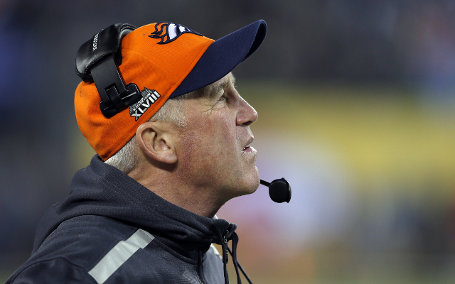 Denver Broncos lose starting LB Trevathan 6-8 weeks