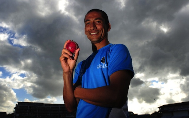 (Video) Alfonso Thomas takes incredible double hat-trick for Somerset