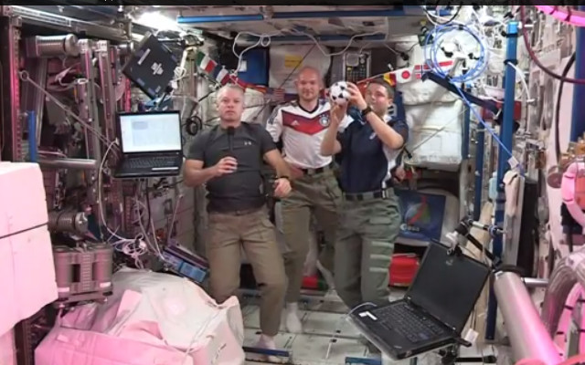 (Video) Astronauts play football in space station for the 2014 World Cup