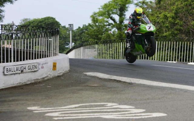 (Video) Insane onboard footage of Isle of Man TT lap record