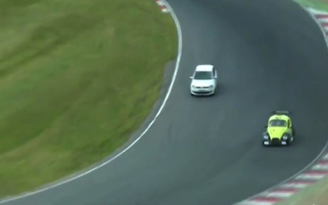 (Video) Volkswagen Cup race interrupted by boy racer who drives his girlfriend's car onto Brands Hatch
