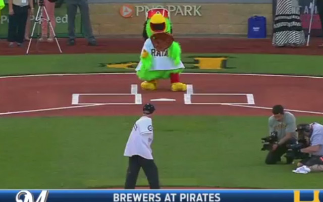 (Video) Armless man throws out the first pitch at Pirates v Brewers game