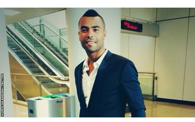 (Video) Former Chelsea star Ashley Cole mobbed on arrival at Rome airport