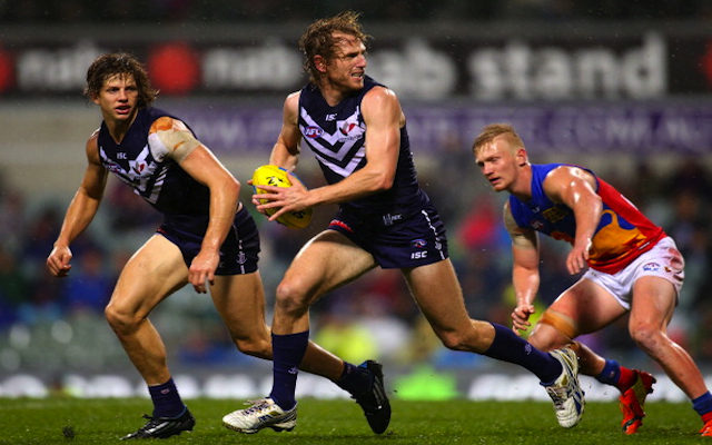 Fremantle Dockers gun David Mundy re-signs with the AFL club