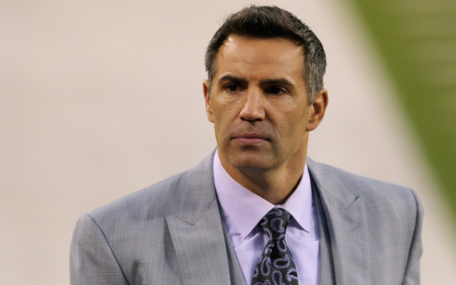 (Image) Kurt Warner throws football at Rams training camp