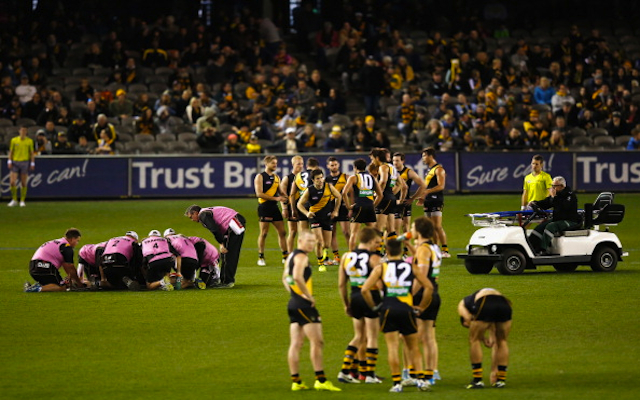 (Video) AFL player Reece Conca knocked out cold in brutal head clash