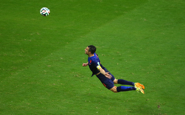 (Image) Robin van Persie tweets awesome street art of his famous diving header vs Spain