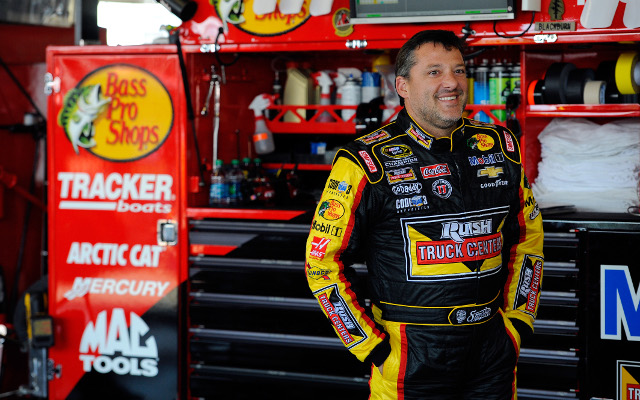 (Video) NASCAR star Tony Stewart hits and kills on-foot fellow driver