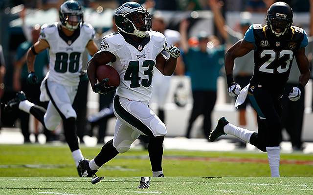 Eagles beat Colts 30-27 behind career day for RB Darren Sproles