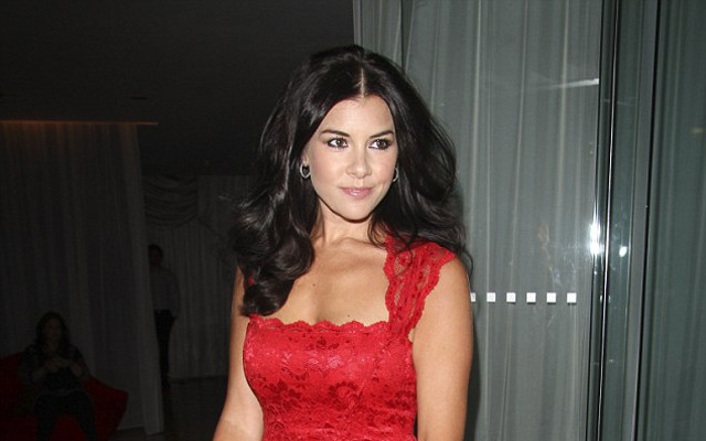 (Images) Imogen Thomas steals the show in slim lace dress