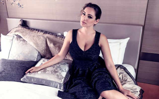 (Images) Kelly Brook designs & models new clothing range for curvy women