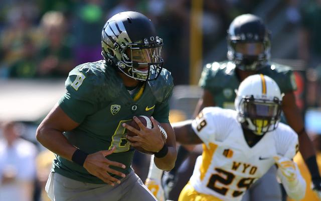 #2 Oregon stomps Wyoming, 48-14