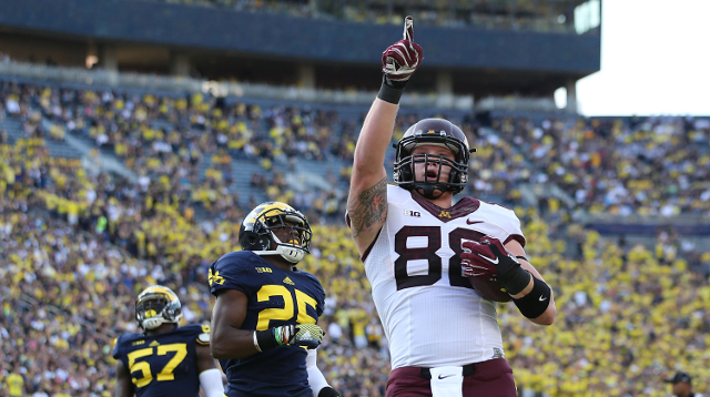 (Video) Minnesota WR Maxx Williams makes one-handed catch against Michigan