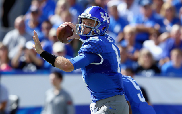 (Video) Pass slips out of Kentucky QB's hand in funniest play of the day