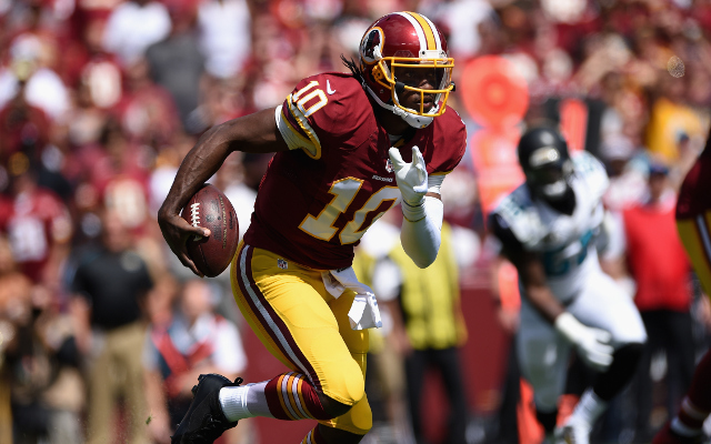 (Video) Redskins quarterback Robert Griffin gets his right leg bent