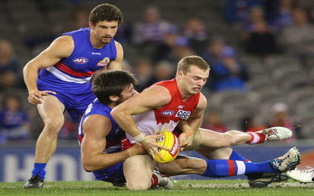 Carlton say they won't poach Sydney Swans midfielder, but remain interested in GWS Giants young-gun