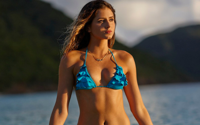 (Image gallery) Wow! Check out stunning surfer and model Anastasia Ashley's beautiful bikini body