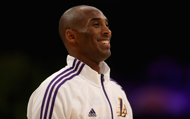 (Video) NBA news: Kobe Bryant returns and hits three-pointer in pre-season