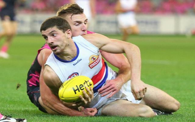Western Bulldogs lock-in star midfielder until end of 2018 AFL season
