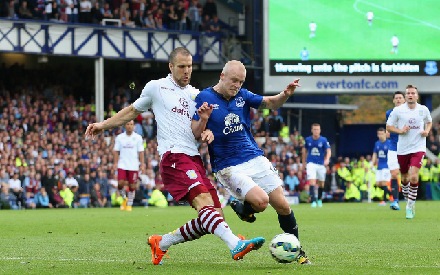 Steven Naismith handed new Everton deal