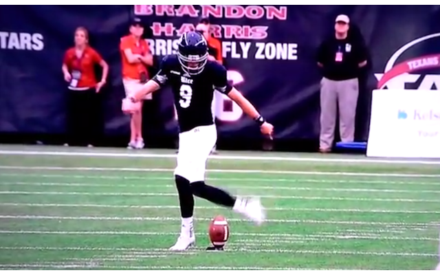 (Video) American Football college star performs rabona: Teammate recovers ball in cheeky play