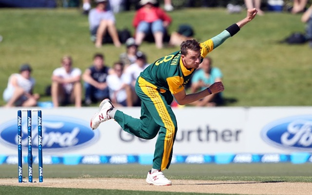 (Video) OUT! South Africa quick Dale Steyn gets his man Michael Clarke with a deadly short ball