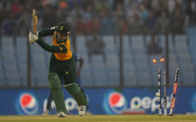 (Video) GONE! South Africa danger man Quinton de Kock out for a duck in T20 clash with Australia after poor shot
