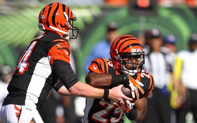 (Video) Ouch! Cincinnati Bengals RB Giovani Bernard takes hard hit