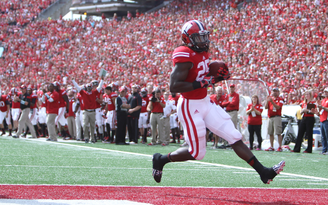 (Video) HEISMAN ALERT: Wisconsin RB Melvin Gordon jumps over defender for 62-yard TD