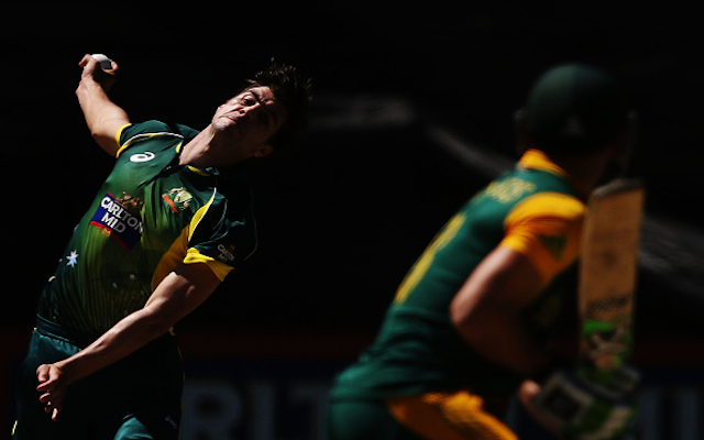 (Video) South Africa in trouble! Australia youngster Pat Cummins claims the wicket of danger man Faf du Plessis