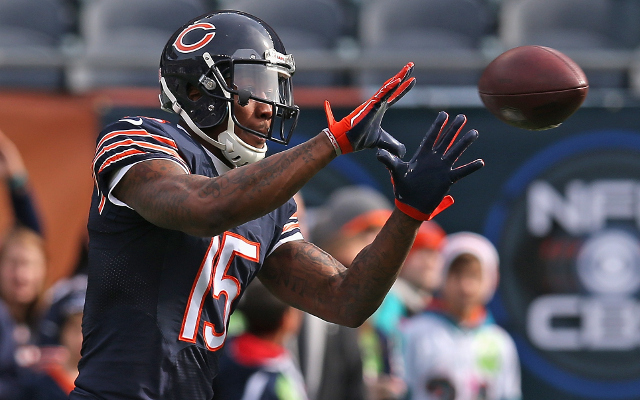 (Video) Chicago Bears WR Brandon Marshall juggles ball before catching it