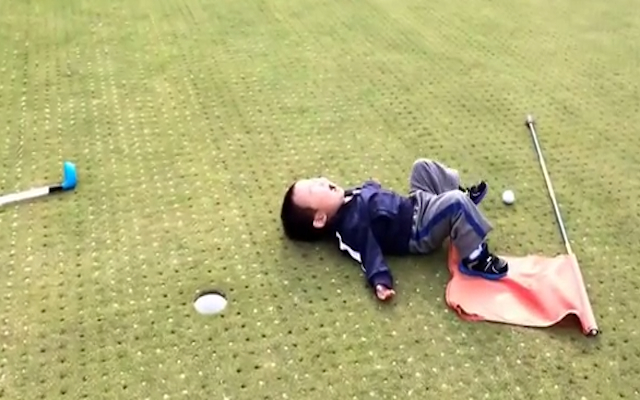 (Video) VIRAL: Young tot throws massive tantrum after missing golf putt