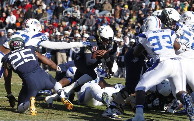 Navy defeats Army, 17-10, wins 13th straight against rival