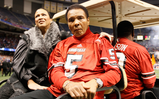 Boxing news: Muhammed Ali taken to hospital with pneumonia
