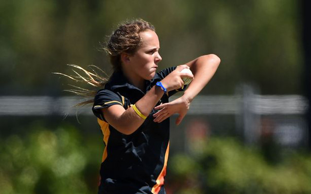 (Video) 14-year-old leg-spinner Amelia Kerr takes three-wicket haul in T20 final