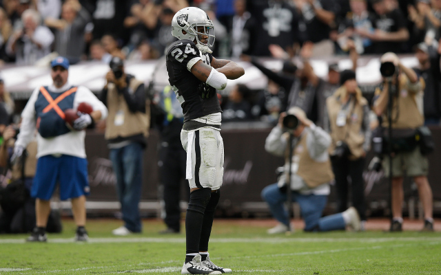 Oakland Raiders give veteran S Charles Woodson one-year contract extension
