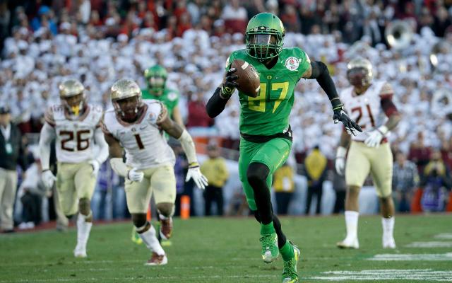 (Video) Oregon WR Darren Carrington breaks free for 56-yard touchdown
