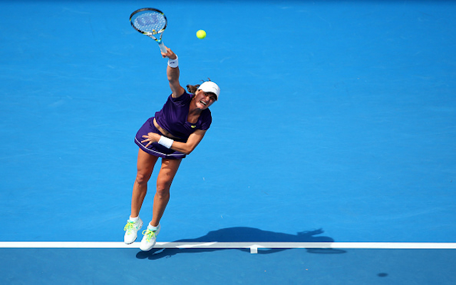 (Video) Australian Open 2015: Monica Niculescu produces one of the worst serves you'll ever see in clash with Sam Stosur