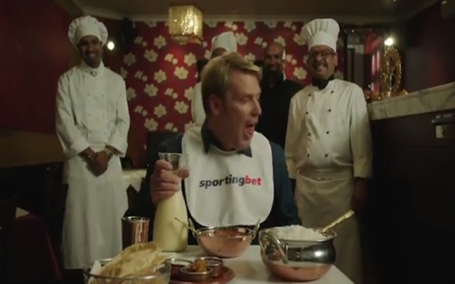 (Video) Former Australia star Shane Warne attempts to eat world's hottest curry