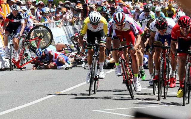 (Video) Tour Down Under – Huge crash mars Stage Four as Steele Von Hoff wins