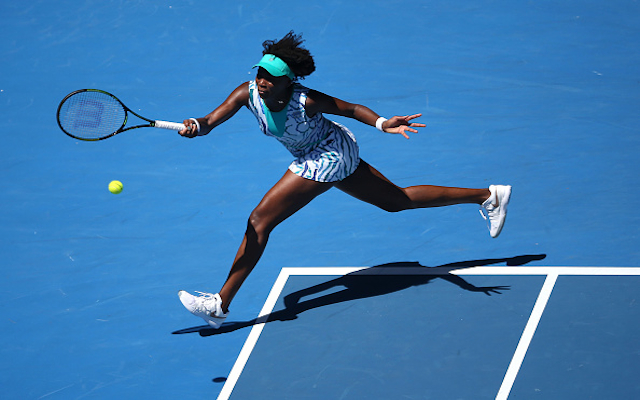 Australian Open 2015: Venus Williams breezes past compatriot Lauren Davis to reach third round