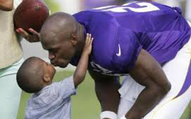 Adrian Peterson open to return to Minnesota Vikings according to his dad