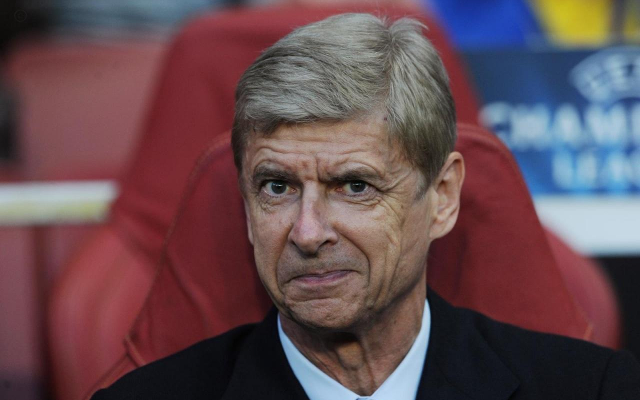Arsene Wenger picks up award after masterminding perfect month for Arsenal (video)