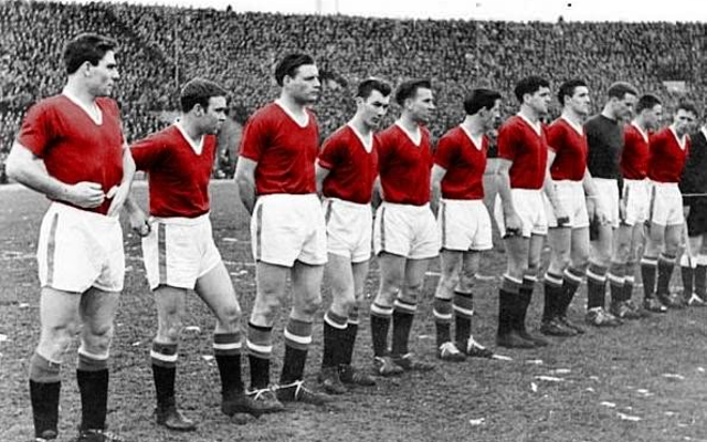 (Tweets) Football fans unite in tribute to #BusbyBabes & #FlowersOfManchester