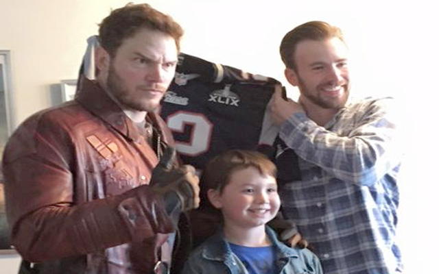 (Images) Chris Pratt pays off Super Bowl bet by dressing up as Star Lord and visiting children's hospital
