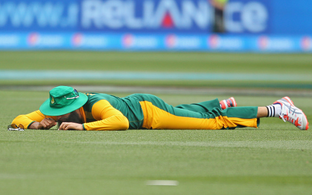 (Videos) South Africa duo Hashim Amla & AB de Villiers out cheaply!
