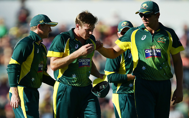 Cricket World Cup 2015: Australia star in doubt following injury during Tri-Series final win over England