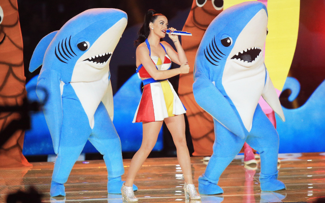(Image) Katy Perry gets 'XLIX' tattooed on her finger after Super Bowl half-time show